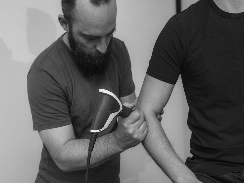 Shockwave behandeling bij een golfers- of tenniselleboog